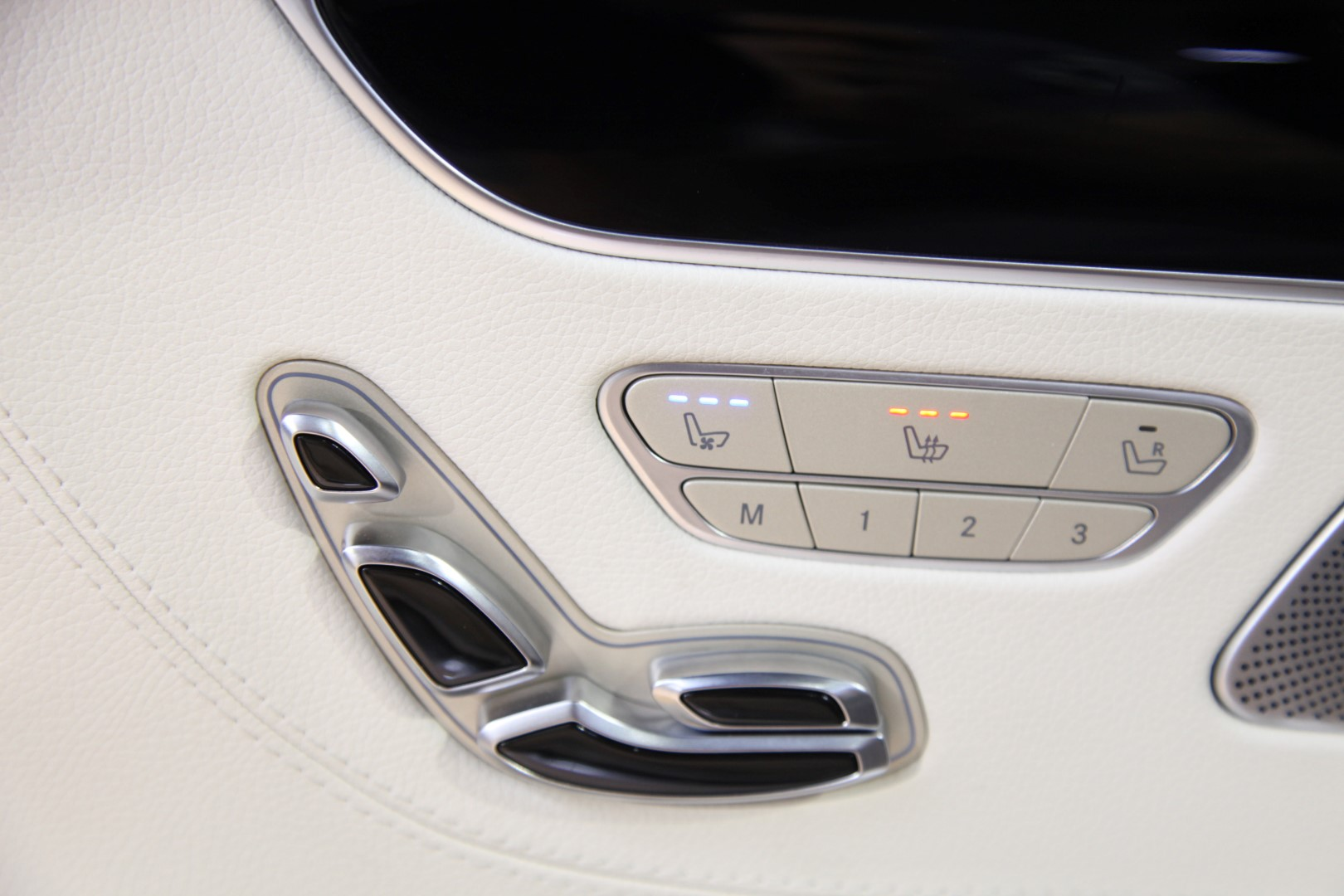 Mercedes benz s 500 4matic coup amg for Mercedes benz call center